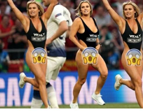 Doli gjysmë e zhveshur në finalen e Ligës së Kampionëve, modelja kujtojn momentin e bujshëm (FOTO LAJM)