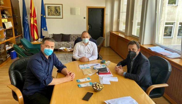 Sejdini dorëzoi biletat e EURO 2020, për punëtorët shëndetësor