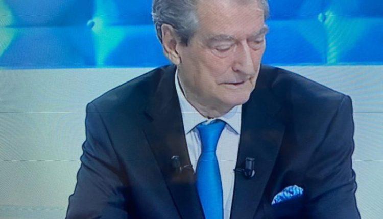 Sali Berisha shfaqet sërish në televizion pas shpalljes non-grata, lëshon batutën epike