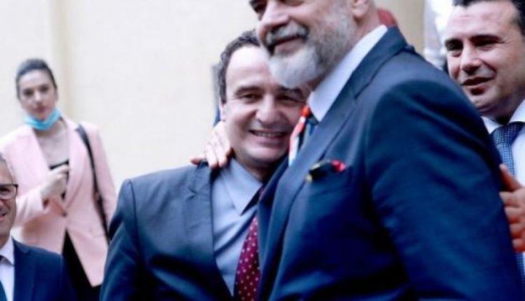 """""""Pajtohen"""" Rama e Kurti, të buzëqeshur e të përqafuar në Samitin e liderëve të Ballkanit Perëndimor"""