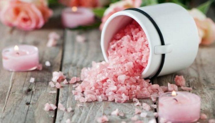 Kripa rozë e Himalajeve: A është më e shëndetshme se kripa e zakonshme?
