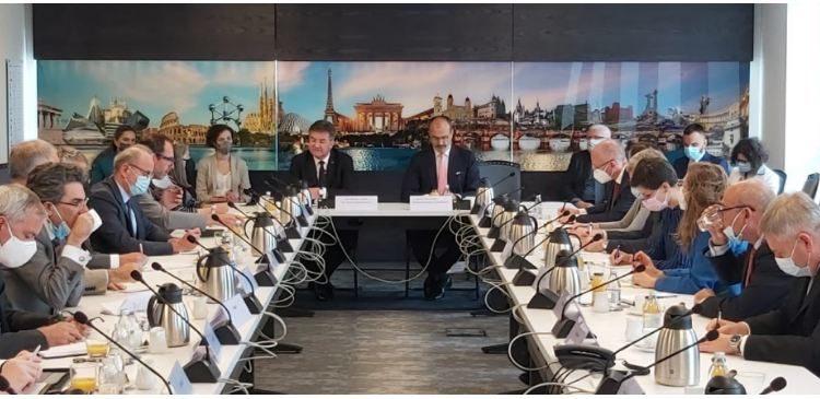 Lajçak mbledh ambasadorët e BE-së, i informon për takimet në Beograd
