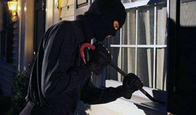 Hajnat hyjnë në një shtëpi në Lubizhdë të Malishevës, vjedhin 18 mijë euro dhe dukat