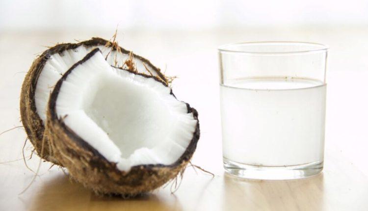 Pse duhet ta përfshini ujin e kokosit në dietën tuaj