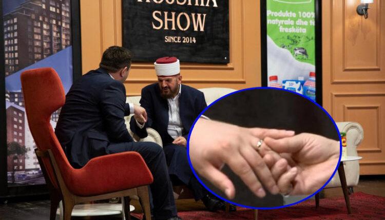 Shefqet Krasniqi ia heq unazën e martesës moderatorit dhe ndërpret emisionin – Ja arsyeja!