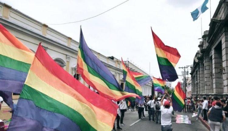 A e dini pse flamuri i krenarisë LGBT përmban ngjyrat e ylberit?