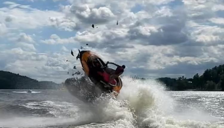 Përplasje e frikshme e motorëve të ujit (VIDEO)