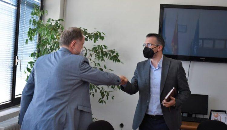Demiri takohet me atasheun austriak, bisedohet për përfshirjen e të rinjve në tregun e punës