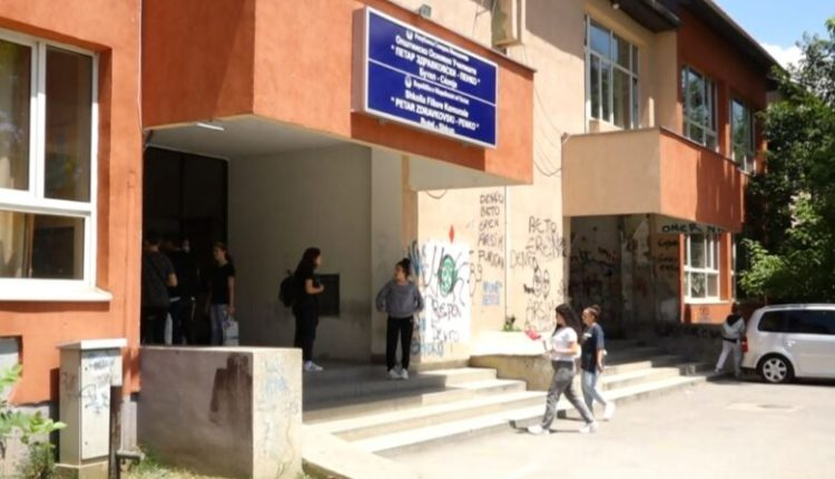 Semimaturantët, të harruar nga shkollat