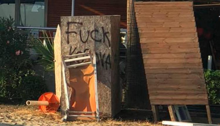 Irritohen pushuesit në Durrës, publikohen foto të shkrimeve ku shahet Kosova