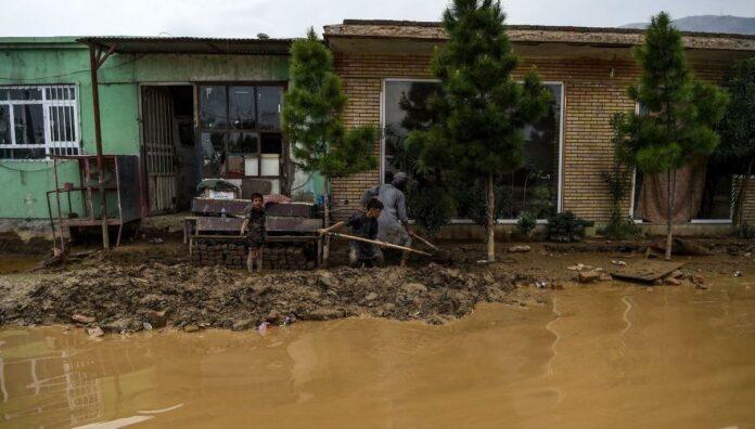 80 të vdekur dhe qindra të zhdukur në një fshat të Afganistanit pas përmbytjeve