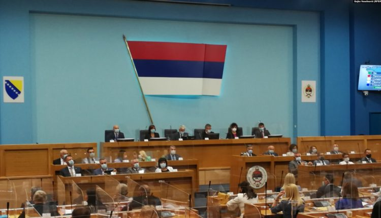 Parlamenti i Republikës Sërpska e shpall të pazbatueshëm ndalimin e mohimit të gjenocidit