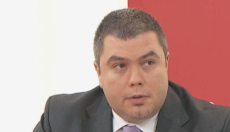 3 vjet burg kush sulmon gazetarët