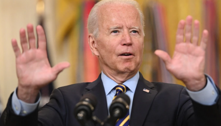Biden kërkoi që secilit person të vaksinuar t'i ndahen 100 dollarë
