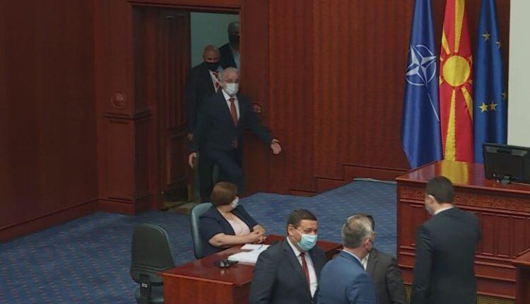 Kuvendi shkon në pushim! Dhjetëra ligje mbeten në procedurë parlamentare