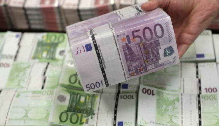 Shqiptari kapet me 494 mijë euro, i kishte fshehur në veturë