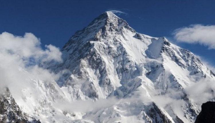 """Alpinisti 19-vjeçar bëhet më i riu që e """"pushton"""" majën e dytë më të lartë në botë"""