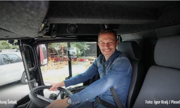 """Pas aksidentit tragjik, shoferi i famshëm kroat zbulon """"hilen"""" që shpëton jetë kur lodheni në timon"""