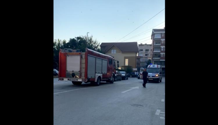 LAJMI I FUNDIT: Bie lifti me njerëz brenda, i një ndërtese në Kumanovë (VIDEO)