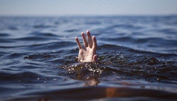 7-vjeçarja mbytet në lumë, po lahej me familjen