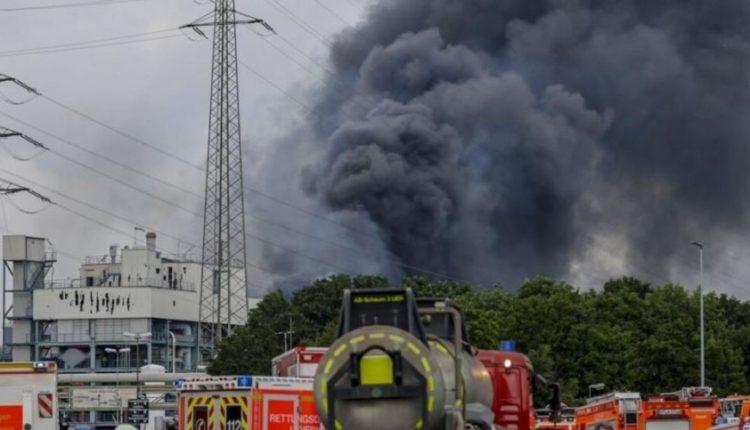 Pesë të zhdukur pas një shpërthimi në një kompleks të industrisë kimike në Gjermani
