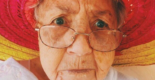 E moshuara ndahet nga jeta dhe lë 5 milionë euro pasuri por të afërmit ngelin pa fjalë kur hapin testamentin!