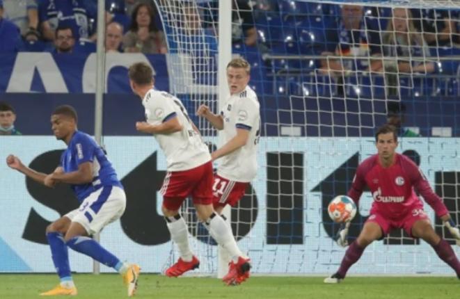 """Schalke zhgënjen në debutim, e përmbys Hamburgu në """"Veltins Arena"""""""