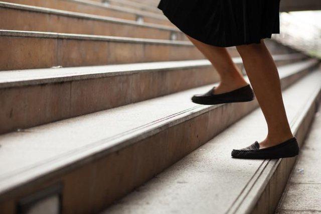 Harrojeni ashensorin! Shkallët jua mbajnë trurin gjithmonë të ri