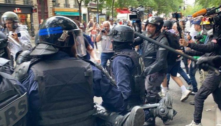 Francezët protestojnë kundër vaksinimit të detyruar ndaj koronavirusit