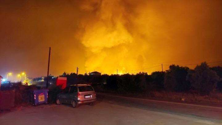 Situatë e rënduar nga zjarret, evakuohen dhjetëra banorë në Greqi