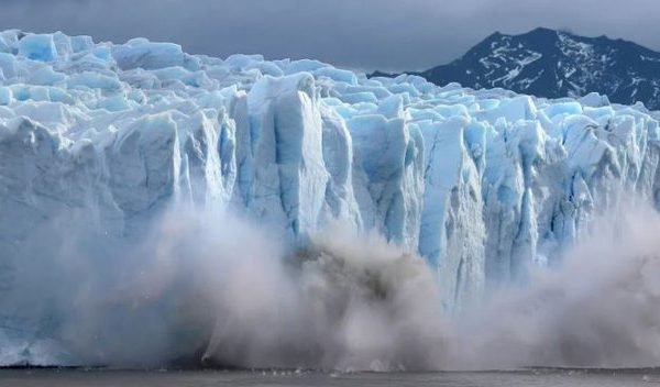 Ndryshime klimatike të frikshme, 22 gigaton akull shkrihen brenda një dite