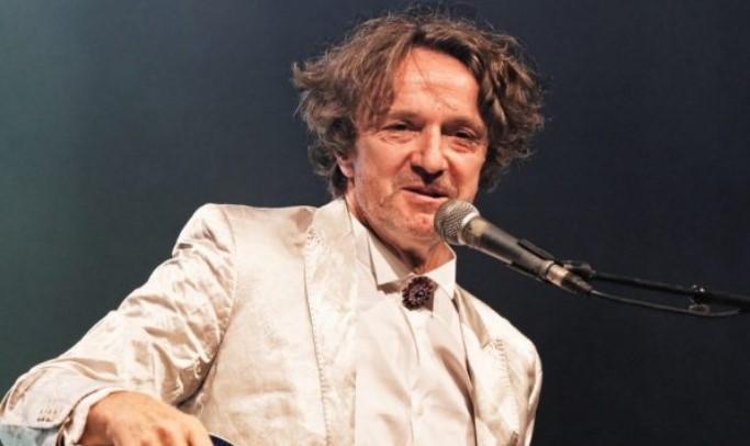 Këngëtari serb i ftuar në Korçë, këngëtarja shqiptare bën thirrje: Bojkotojeni