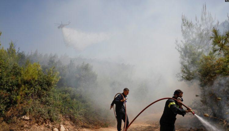 Greqia përballet me zjarre