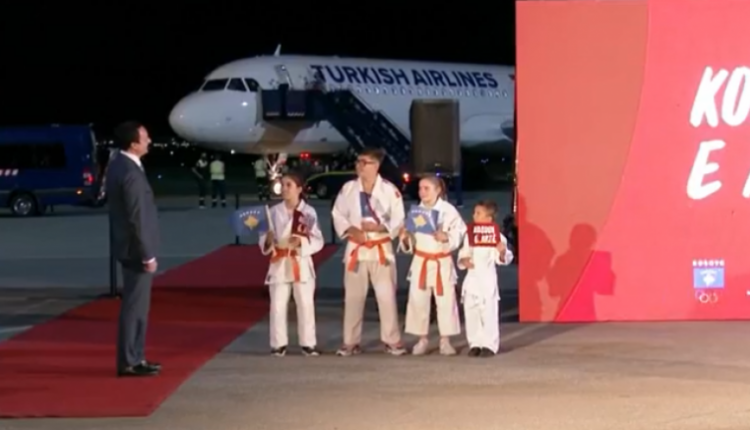Me dy medalje ari, ekipi kosovar i xhudos kthehet nga Tokyo, Albin Kurti i pret në aeroport