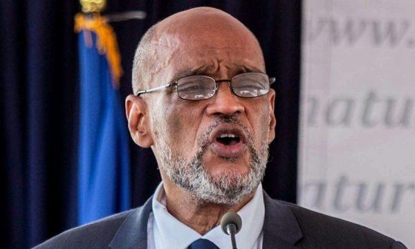 Dyshohet si i përfshirë në vrasjen e presidentit, kryeministrit të Haitit i ndalohet largimi