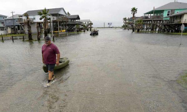Teksasi goditet nga uragani Nicholas