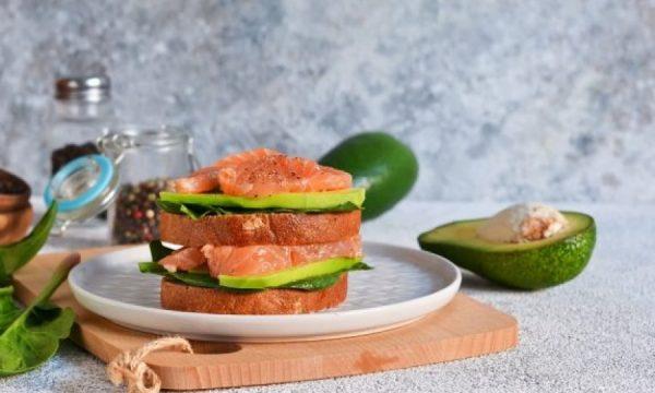 10 ushqimet që duhet të konsumojmë në mëngjes për një humor të mirë gjatë ditës, sipas nutricionistëve