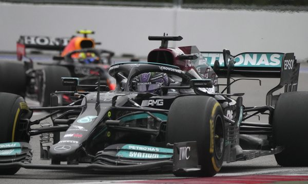 Hamilton i arrin 100 fitore në karrierë, pasi e fiton Çmimin e Madh të Rusisë