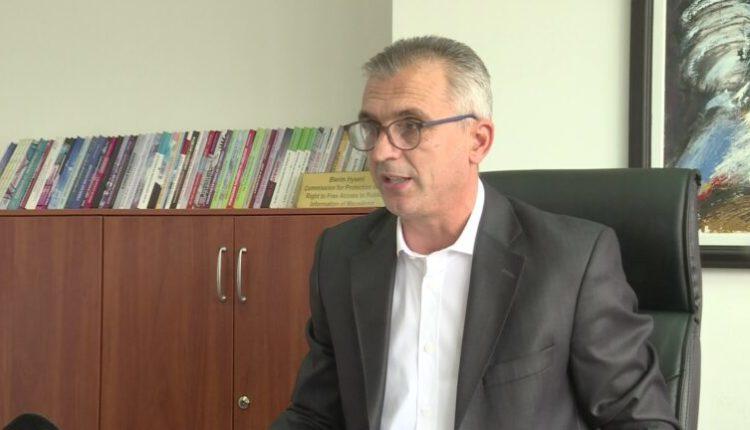 Debat për qasje te informatat publike, zëvendësdrejtori Hyseni përjashtohet nga diskutimi