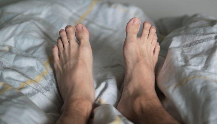 Burrat me këmbë të mëdha tradhtojnë më shumë, thotë studimi