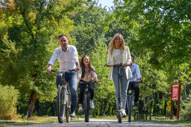 Muça: Parku i Sarajit, më i bukur me biçikleta dhe trotinet!