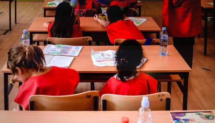 Mësimdhënësit kërkojnë të shkurtohen orët e të zgjaten pushimet