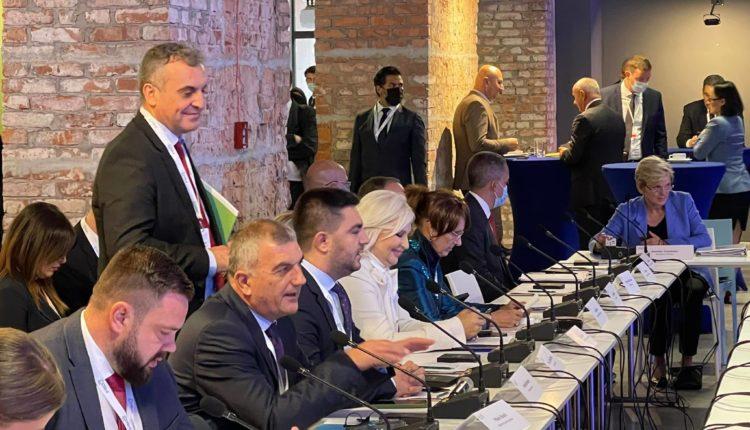 Bekteshi në Varshavë: Maqedonia është lider në transformimin e energjisë së gjelbër në Ballkanin Perëndimor