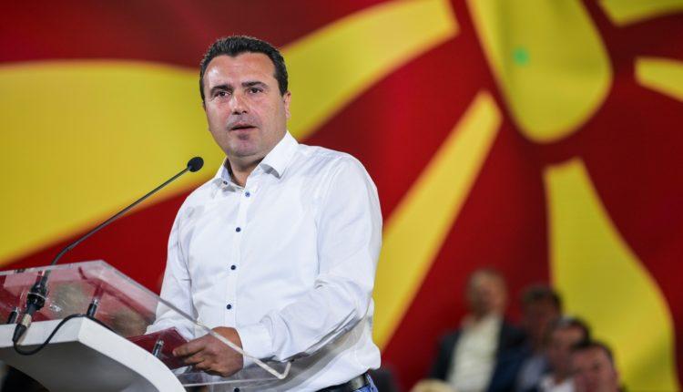 """Zaev e fillon fushatën e tij me një barcoletë: Në vend të """"Vozit Mishko"""", """"Ndalo Micko"""""""