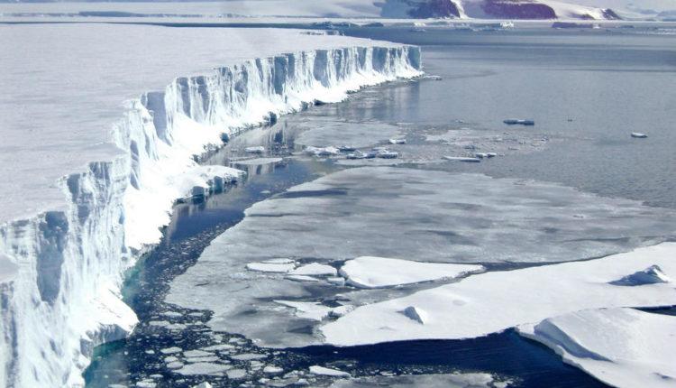 Studiuesit zbulojnë se ujërat nëntokësore të Grenlandës ndryshojnë me hollimin e shtresës së akullit