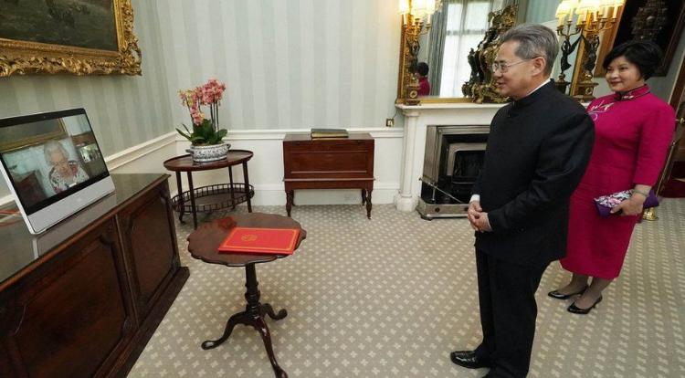 Ambasadori kinez nuk lejohet të hyjë në parlamentin britanik