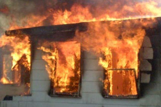 Zjarr në një ndërtesë banimi në Tetovë